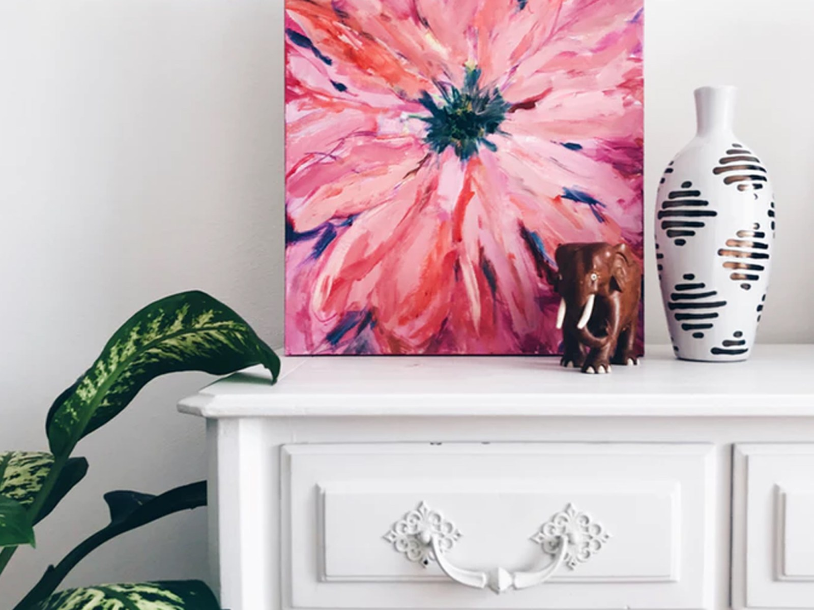 These wall art ideas for bedroom spaces are the best ways to decorate a master bedrooom, teenagers room, childrens room and more!