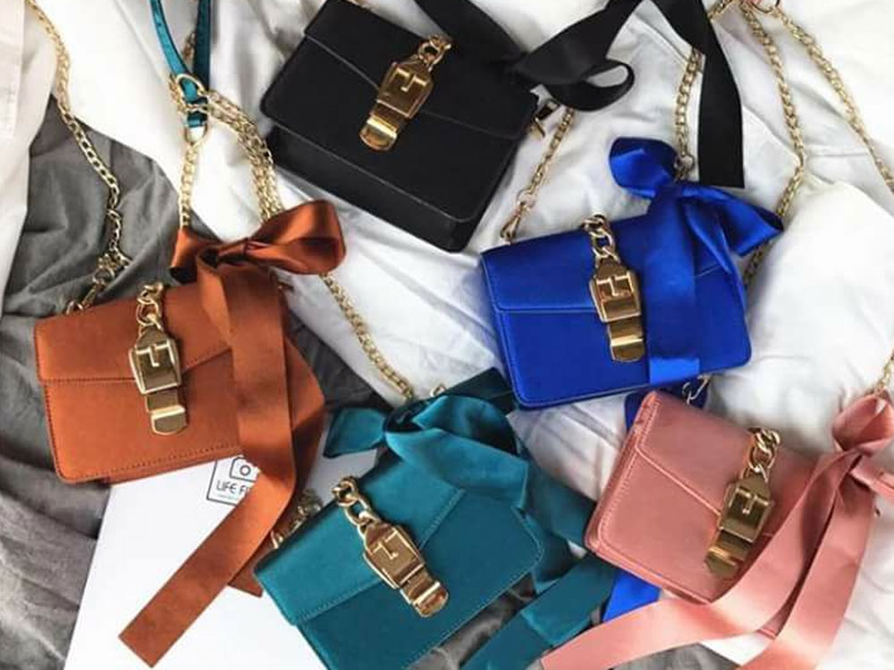 Here are a few non designer bags that will make you look like a fashion guru. These bags will catch the eye of anyone, they're so trendy.