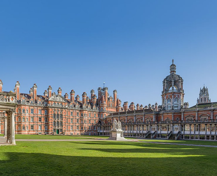 Royal Holloway is one of the best schools that you can go to, and there are plenty of reasons why! Here's what makes it the best uni around!