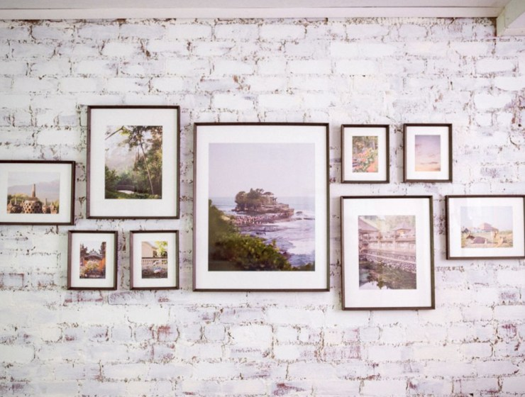 Gallery wall art can be a great addition to your flat! Here are the best ways to improve your new home and make it more decorative!