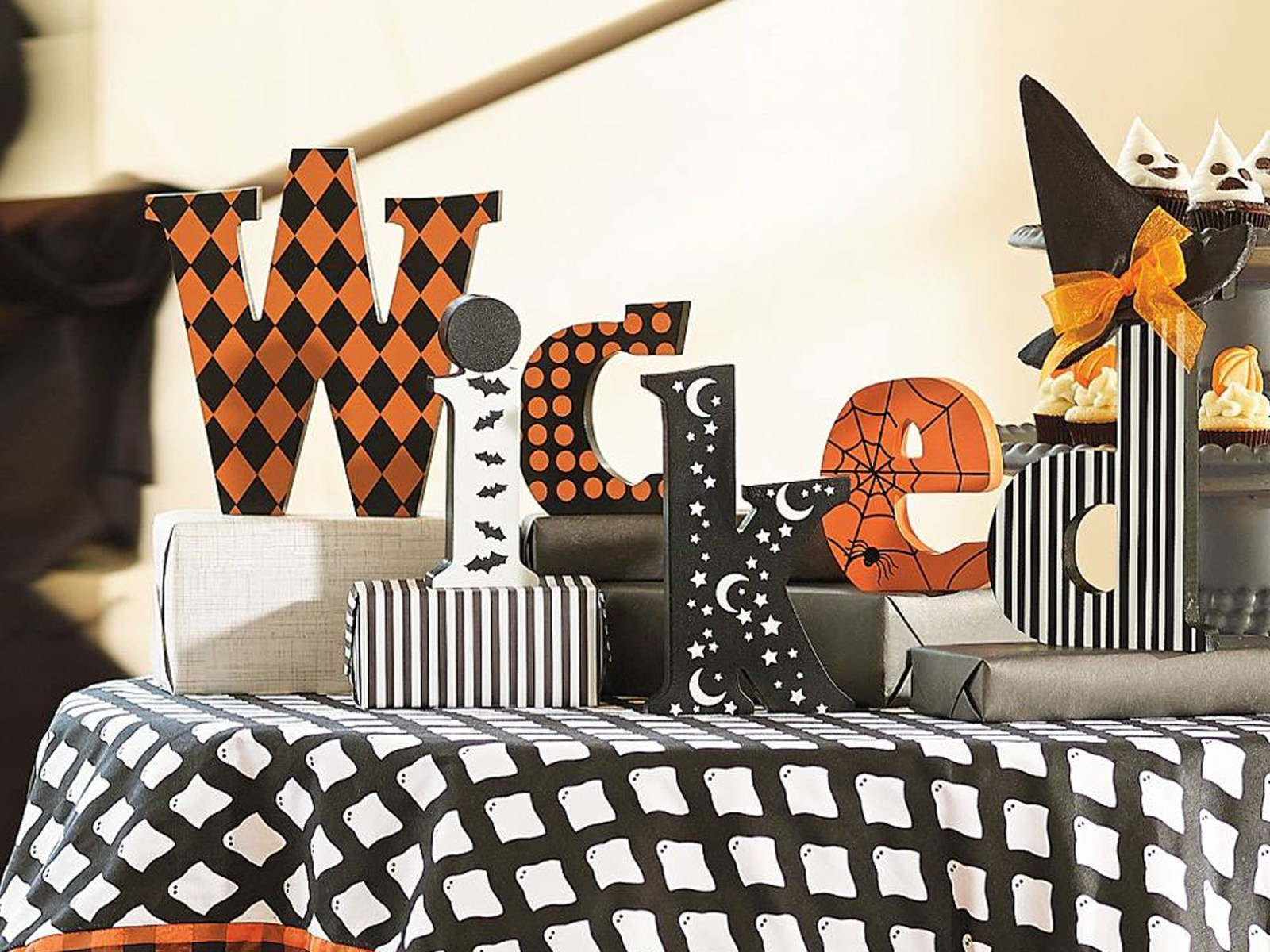 Halloween decorations should have a chic look to them! Here are some of the trendiest spooky pieces of Halloween decor you can get!