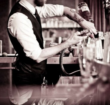 Have you ever thought about what a bartender really hate? Check out this list of things that just a bartender can understand!