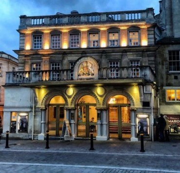 Looking for Date Night Spots in Bath? Well look no further because here are 10 great spots where you can have a romantic evening whether it be a meal or a quick drink.