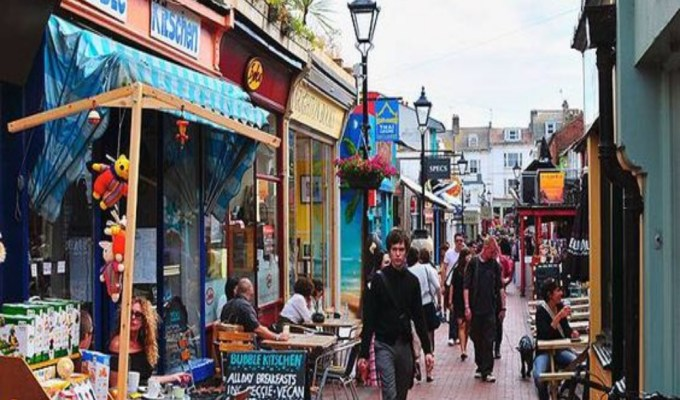 Brighton has some of the best vegan restaurants in the UK. Whether you're visiting or a resident, vegan or non vegan, these 10 food places are definitely worth checking out.