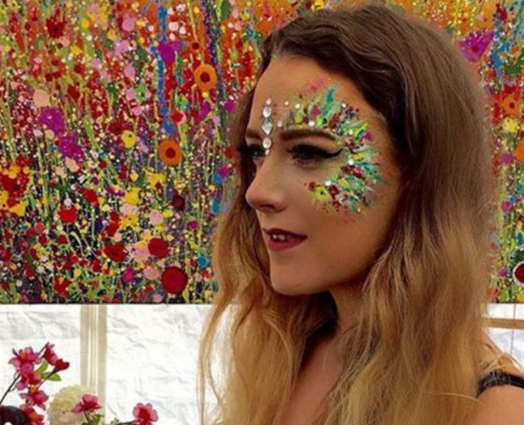 If you're planning your next festival look you might want to check out glitter face makeup! Get inspired by these looks and feel sparkling!