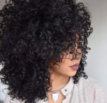 You must read this DIY treatments to hydrate your curls if you want to have healthy gorgeous looking hair. Elements like air pollution, wind, sun and cold can dry out your hair and lead them to breakage.