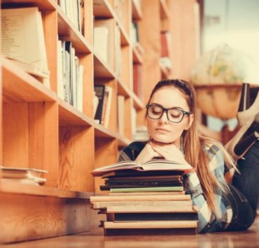 You're faced with a research essay but don't know where to start. Don't worry because it's easy really! Your good grade is well within reach with these 10 simple steps.