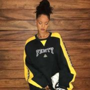 Rihanna is a true style icon when it comes to the most outgoing and street style. There are just so many lovely looks, so here are Rihanna's 8 best looks.