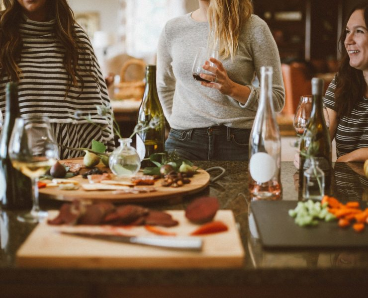 Get ready to prepare the yummiest summer dinner recipes and unleash your inner hostess for when the warm weather will come. Your guests will love them.