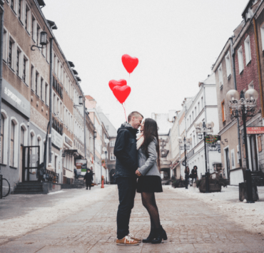 Tinder dates are always a gamble, you never know quite what to expect. Here are the signs to watch out for if your Tinder date is not going well.