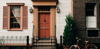 Considering moving into a share house but not sure what to expect? Living in a share house isn't like it is in the movies!