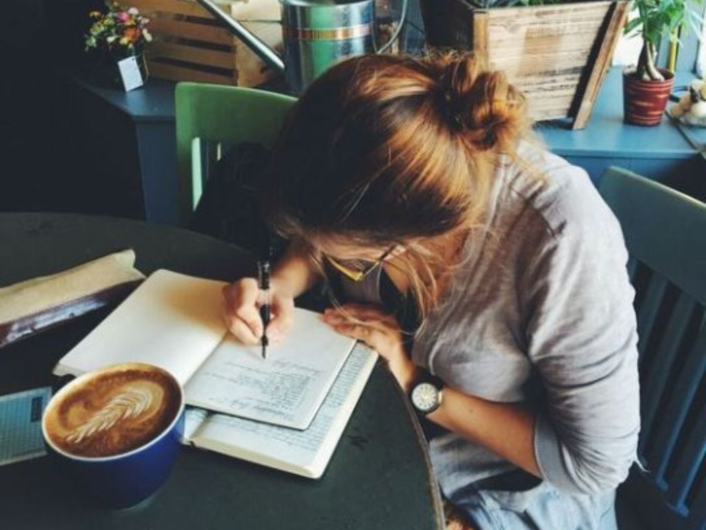 If you've been struggling with your studying schedule, then this article is for your! Here are some effective tips for you to manage your study time!