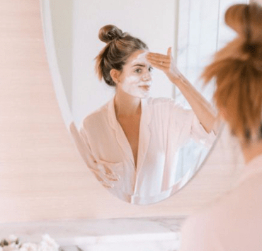 Every woman needs a perfect skin cream. Something that doesn't leave her skin dry or too oily. We ranked the best oil free skin creams for you!