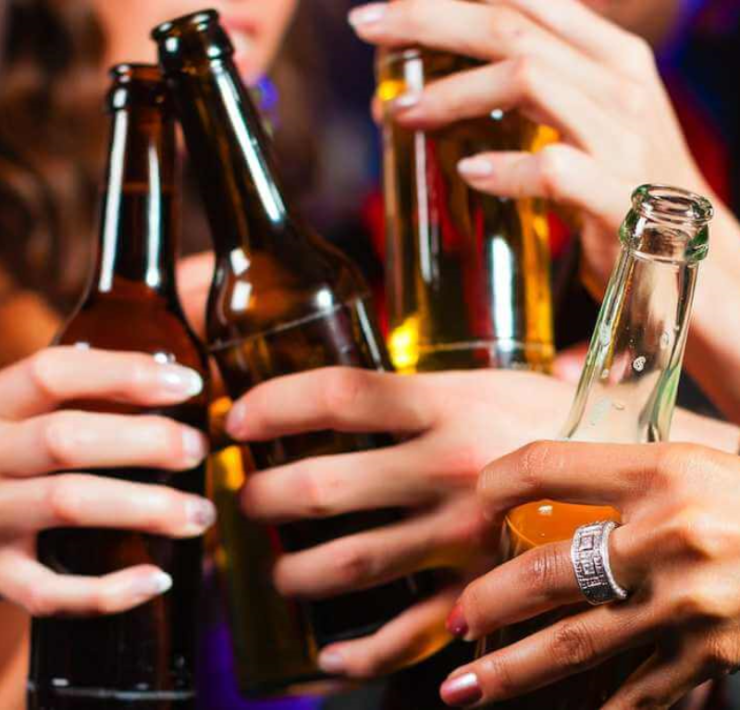 Organising a dorm party is difficult for a new student. Here are some prime examples of the alcoholic drinks you should consider serving your guests!