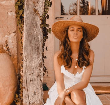 Now that the sun has decided to finally come out, it's time for some fun sun hat ideas! Read for or fashionable recs and a little hat history!