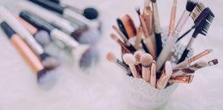 Finding vegan makeup brands can be difficult in an industry that commonly uses animal products in their collections. Here's 6 of them!
