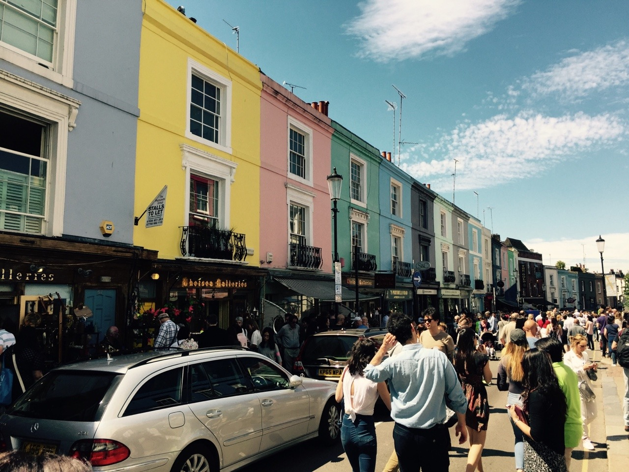 Looking for a day of shopping without spending a fortune? Second-hand shopping is great for your budget: here's our favorite places in London!