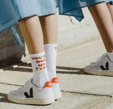 Right now the ethical game is strong and you can find very nice brands that respect the environment! Here's our ethical shoes and bags brands list!
