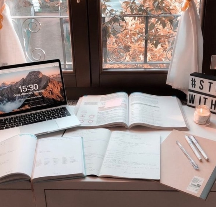 Struggling to stay focused while working? Check out our productivity tips that will help you study like a Harvard student.