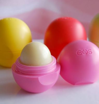 15 Things every girl should carry in her purse - Lip balm