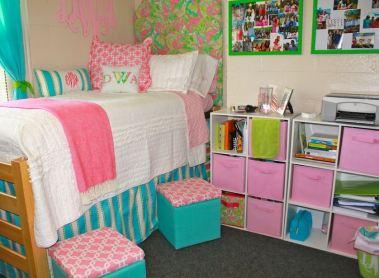 This preppy dorm room look is so cute!