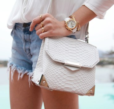 15 Things Every Girl Should Always Carry in her Purse