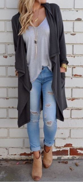 This flowy cardigan and light wash jeans are perfect for Thanksgiving dinner!