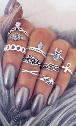 these purple nails and rings are beautiful!