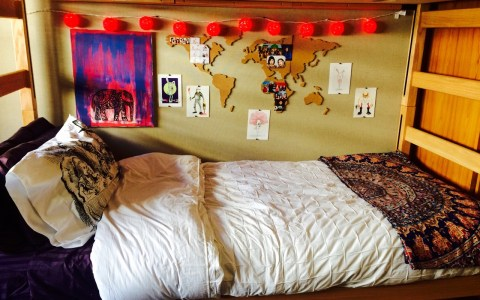 If you are sick and tired of the decor in your room, check out the the simple and super cute ways to give your dorm walls an upgrade!