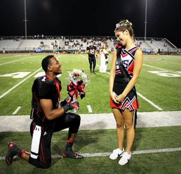 5 Reasons Why Dating a Teammate Is NOT OK