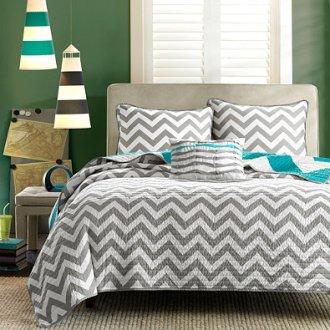 Color Coordinated Minimalist Dorm Room