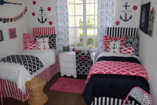 Anchor bedding is perfect for ole miss dorm rooms!
