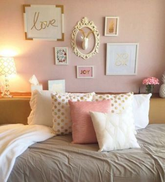 How To Decorate Your Dorm Walls Without Causing Damage