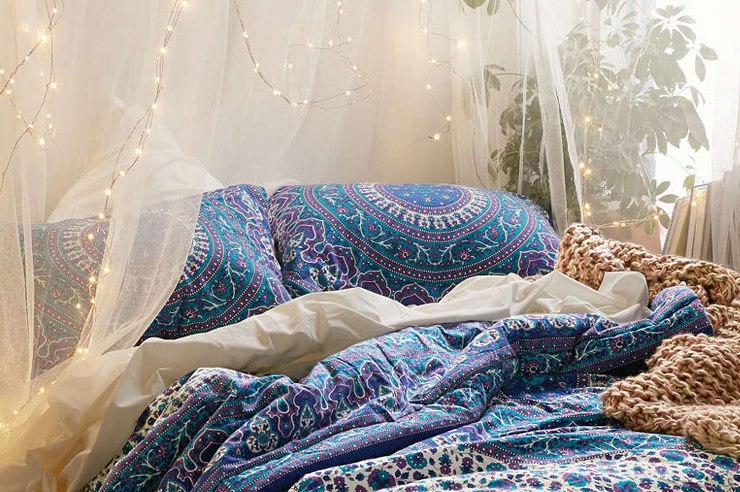 A really fun way to decorate your dorm is with a DIY canopy! We have 8 simple canopies that will give your room a really elegant look!