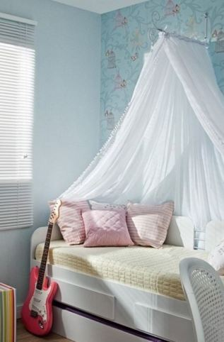 8 DIY Canopy Ideas for Your Dorm Room this fall