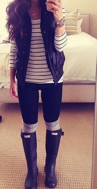 I love this casual rainy day outfit with the hunter boots!