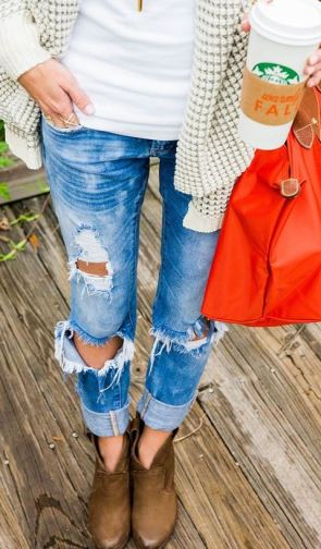 Pair a long cardigan with boyfriend jeans and booties for a perfect fall outfit!