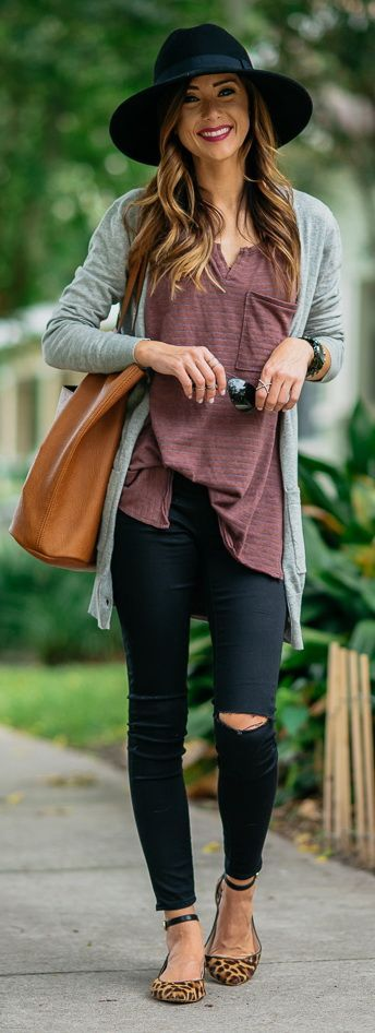 1b2ecb29064 A black hat, ripped jeans and long cardigan make for a perfect fall outfit!