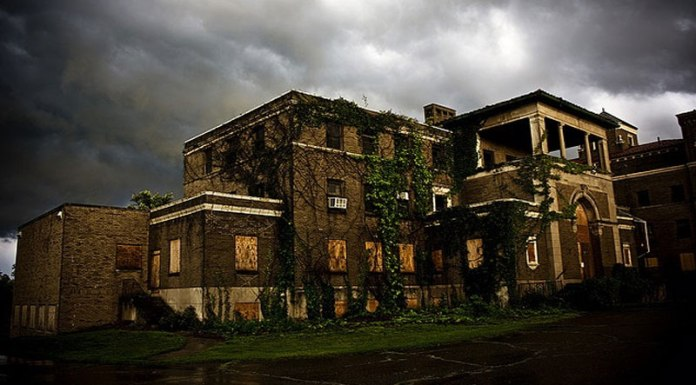 Witches and demons beware, Kent State students are venturing out to Northeast Ohio's most famous spots for 9 of the most haunted places in Northeast Ohio!