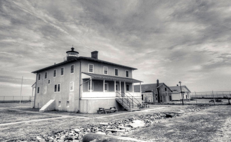 If you're looking to get adventurous this Halloween, here's a list of hauntedplaces around UMDyou and your squad can drive to for a spine-chilling time!
