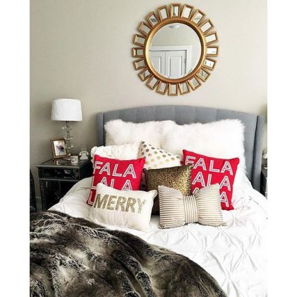 These pillows are such cute ways to decorate your dorm for Christmas!