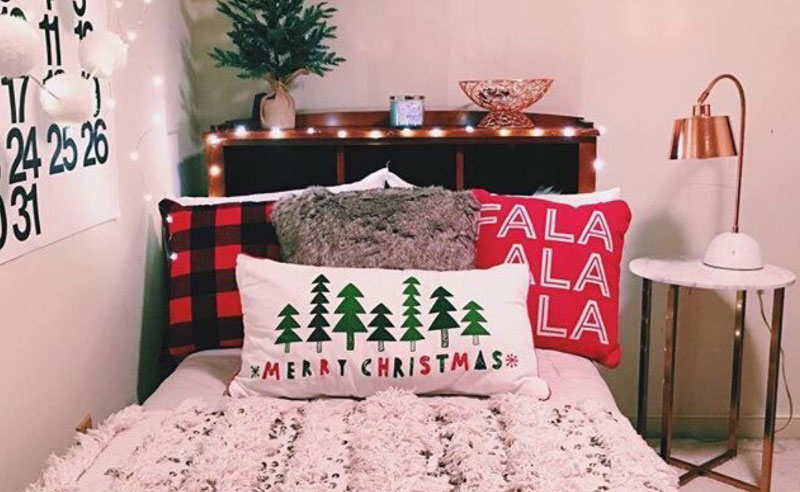 20 Cheap Festive Items To Decorate Your Dorm For Christmas
