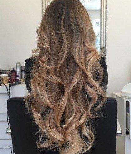 This long curled hair is so beautiful!