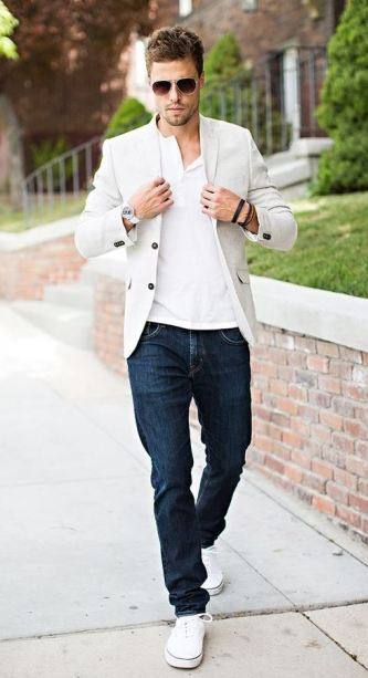 This white blazer goes great with the jeans and sneakers.