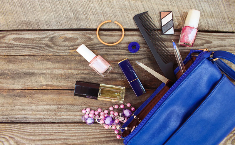 Kent State Girl, 10 Things Every Kent State Girl Needs In Her Purse