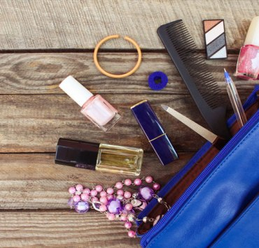 10 Things Every Kent State Girl Needs In Her Purse