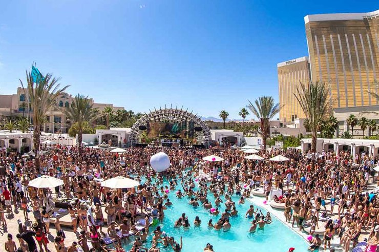 Are you looking for the craziest spring break destinations? Fortunately, we've put together a ranking of the best spring break locations! From Cancun, to Miami, we have you covered with the top 10.