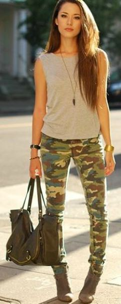 I love these camouflage print jeans that make such a cute spring outfit!
