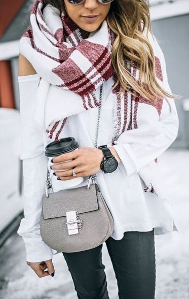 This crossbody bag is so cute with this outfit!
