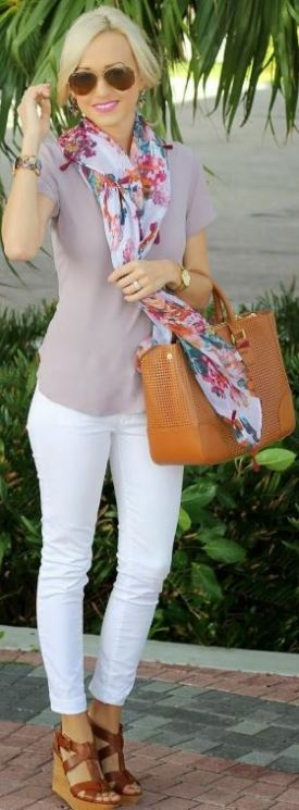 This floral print scarf makes such a cute spring outfit!